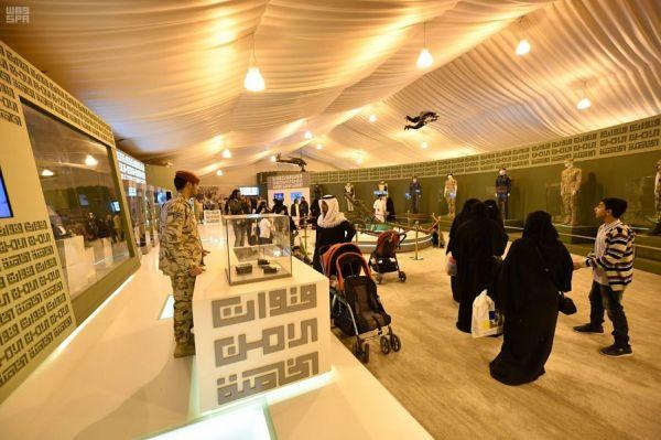 جناح القصيم يستعرض مبادرة أمير المنطقة لتحفيز المبدعين عبر سبعة فروع لجائزة التميز والإبداع