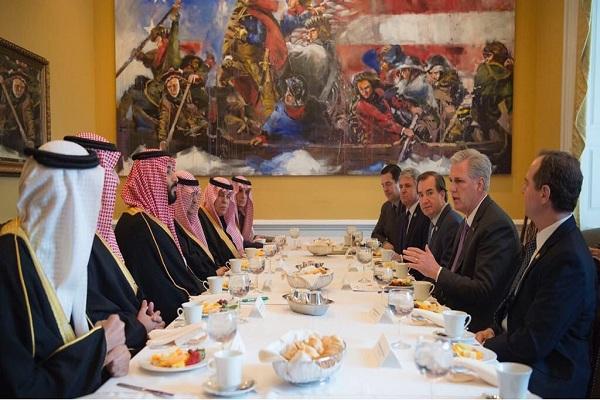 الأمير فيصل بن خالد بن سلطان يرعى حفل تخريج الدفعة الـ 11 من طلاب وطالبات جامعة الحدود الشمالية