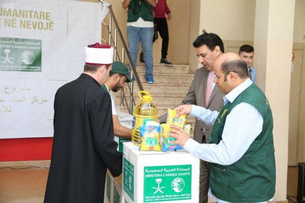 وصول 13 شاحنة إلى محافظة مأرب اليمينة محمّلة بمساعدات غذائية من مركز الملك سلمان للإغاثة