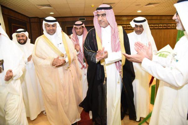 سمو الأمير فيصل بن بندر يستقبل الأمين العام لجمعية البر الأهلية بالرياض