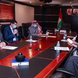 مركز الملك سلمان للإغاثة يوزع 1,099 حقيبة مدرسية في مديرية سيحوت بمحافظة المهرة