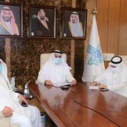 سمو الأمير فيصل بن نواف يقف على خدمات جمرك وجوازات منفذ الحديثة