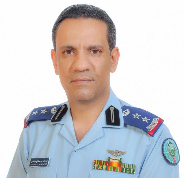 الدفاع المدني تباشر حادثة سقوط شظايا صاروخ باليستي على عدة أحياء سكنية متفرقة في الرياض
