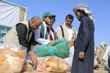 مركز الملك سلمان للإغاثة يدشن مشروع توزيع 12 ألف حقيبة شتوية للنازحين بعدة محافظات يمنية
